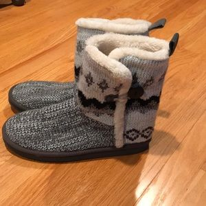 American eagle boots/slippers size 9